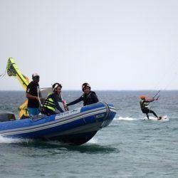 Lancha rescate en cursos de kite en Tarifa