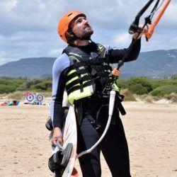Alumno equipado para kitesurf tarifa