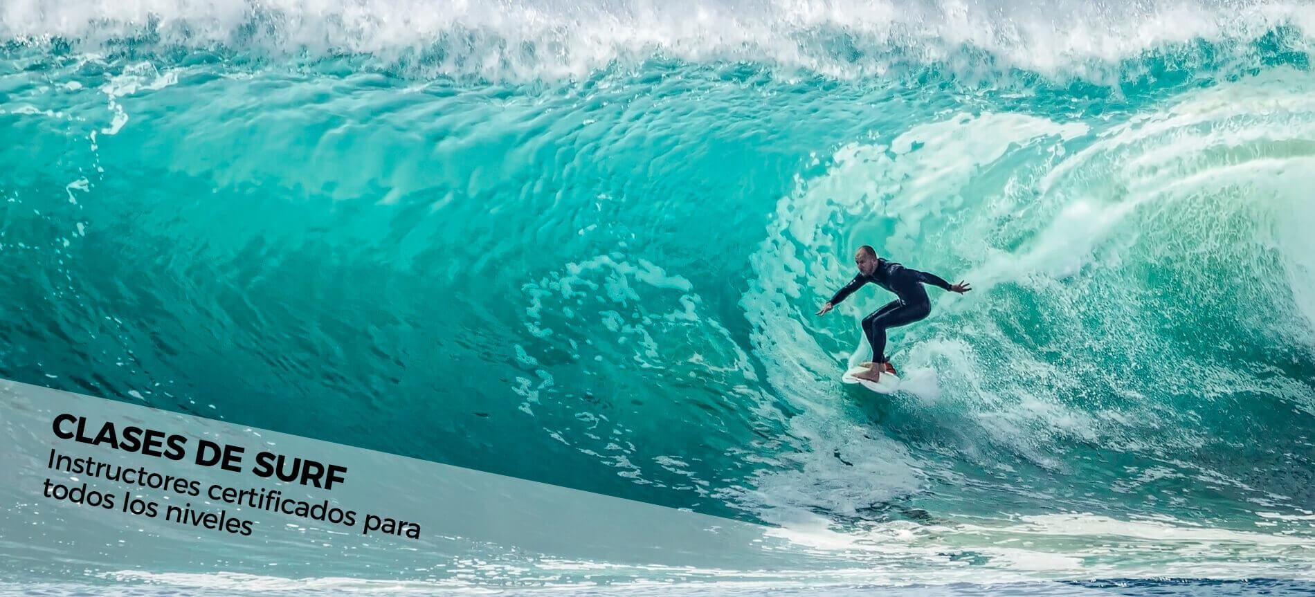 Alumno en un curso de surf en Tarifa